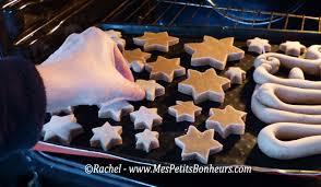 cuire pate a sel déco pour noël sapins et étoiles en pâte à sel façon d épices