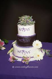 Wedding Cake Toppers 006 White and purple wedding cake