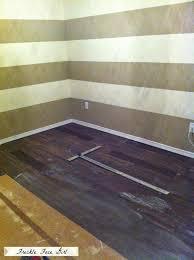 remodelaholic faux wood plank floors using brown paper