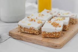 rohkost möhrenkuchen mit cashew frosting vegan zuckerfrei