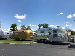 100 Restored Airstream Trailers Restoring A Oneoff Goldflake Bathtub And All