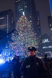 Christmas Tree Rockefeller Center 2016 by A Safe Night At Rockefeller Center Christmas Tree Lighting Nypd News