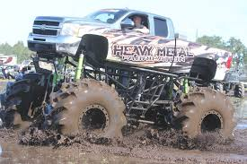 Superbog Slingin': Trucks Gone Wild Florida Mud Mayhem