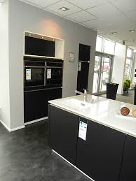 kme 849 designglas schwarz matt stylische küche in moderner schwarz weiss optik mit wärmeschublade w stylische küche in moderner schwarz weiss optik
