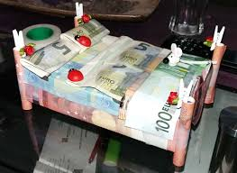 geldgeschenk bett geldscheine geschenke basteln