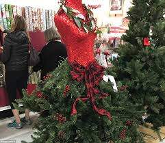 Which Christmas Tree Smells The Best Uk by Are These The World U0027s Worst Christmas Trees Ever Daily Mail Online