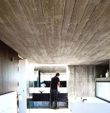 architektenhäuser helles bad mit sichtbeton bild 6