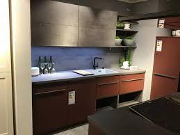 möbel mehrzeilige insel küche eric inkl e geräte zeilenbreite ca 259cm und 180cm rot xxxlutz