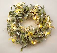 Which Christmas Tree Smells The Best Uk by Christmas Wreaths The Best Christmas Door Decorations