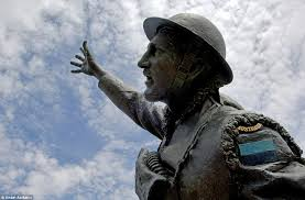 Most Decorated Soldier Ww1 by Gallipoli Survivors Embrace In Their Last Days On What Was Once