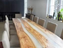 esszimmer esstisch aus rustikalem massivholz mit harz