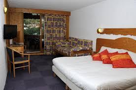 hotel les chalets brides les bains booking
