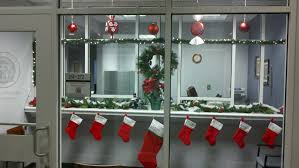 Cubicle Holiday Decorating Themes by Interesting 60 Office Decorating Ideas Christmas Inspiration
