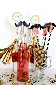 19 Fun And Easy DIY New Years Eve Party Ideas