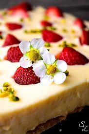 eierlikör pudding torte mit versunkenen erdbeeren