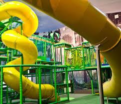 reálisation aires de jeux couvertes et parc de trolines eli play