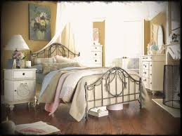 Modern Chic Bedroom Furniture Bedrooms Living Room Ideas Meaning In Hindi Fashion French Shabby Diy Find