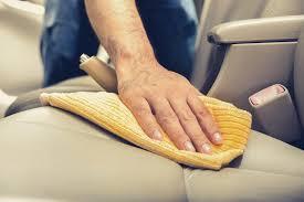 nettoyage siege cuir ম comment bien nettoyer la sellerie de votre voiture alta cuir
