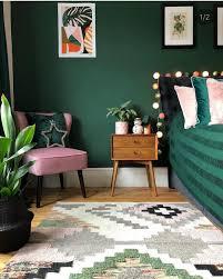 schlafzimmer grün dunkelgrün pink rosa retro