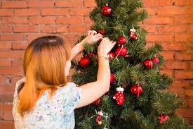 Twinkling Christmas Tree Lights Uk by Here U0027s How You U0027ve Been Hanging Your Christmas Tree Lights Wrong