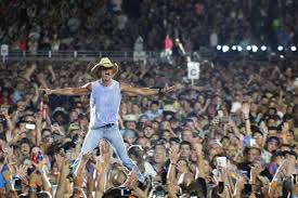 Kenny Chesney Old Blue Chair Live by Kenny Chesney Live In No Shoes Nation