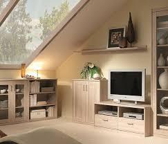 wohnzimmer mit dachschräge so wird es hell praktisch und