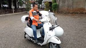 Vespa Scooter Piaggio Lx 150 With Sidecar
