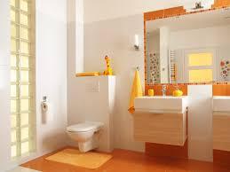 das badezimmer mit accessoires in eine wohlfühloase