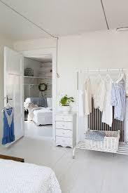 kleiderstange im schlafzimmer offene bild kaufen