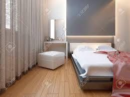 schlafzimmer im orientalischen stil licht mit roten und gelben blumen schlafzimmer mit einem großen bett schiebeschrank und ein mediensystem mit