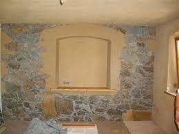 fenomen olmak wohnzimmer mit natursteinwand