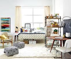 etudiant femme de chambre équiper une chambre de résidence sans se ruiner lifestyle