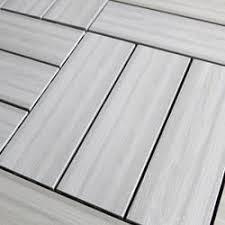 p蝎es 25 nejlep蝪罸ch n罍pad蟇 na t罠ma wood deck tiles na pinterestu