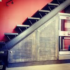 fabrication et installation de meubles de cuisine sous escalier