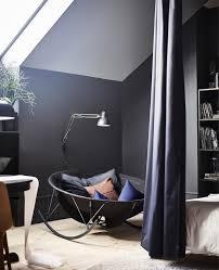 قم بتصميم غرفة نوم داكنة أشبه بالشرنقة ikea