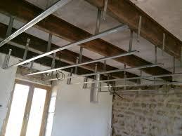 pose rail placo plafond pose des suspentes placo fourrures et de verre dans la