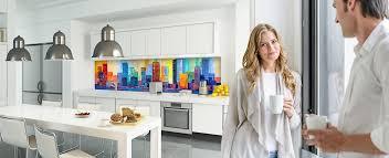 küchenfliesen hinter dem herd oder eine glasrückwand