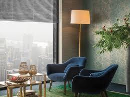 farben tapeten wohnzimmer kombinationen grün königsblau gold