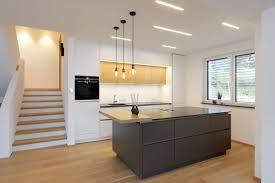 moderne küche mit holz moderne graue küche moderne küche