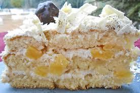 dessert ananas noix de coco forêt blanche génoise coco et fève de tonka crème à la vanille