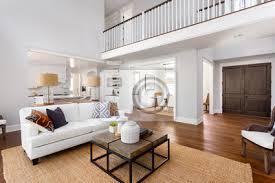 schöne wohnzimmer interieur in neuen luxus haus mit blick auf bilder myloview