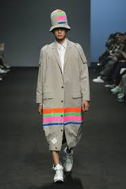 Seoul Fashion Week Bold Colors And Prints Emerge As 2016 Spring Menswear Trend