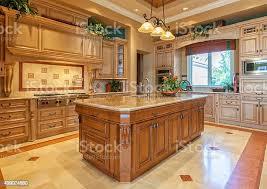 Kitchen Island Ls Wunderschöne Individuelle Küche Mit Insel In Ihr Estate Home Stockfoto Und Mehr Bilder 2015