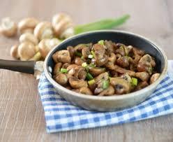 comment cuisiner les cepes frais poêlée de chignons et d oignons recette de poêlée de