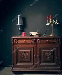 le bureau vintage livres sur le bureau vintage photographie olegkrugllyak 75696787