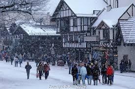 Leavenworth winter with tourists