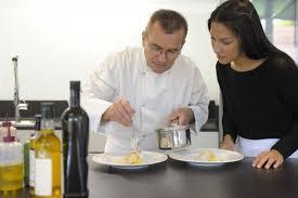 un cours de cuisine avec un chef 2 michelin à l école de cuisine