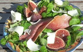 cuisiner figues fraiches recette figues fraîches au jambon sec de montagne et ossau iraty