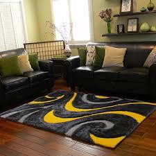 gelber teppich für eine frische und strahlende zimmergestaltung