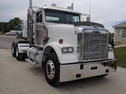 FREIGHTLINER TANDEM AXLE DAYCAB FOR SALE | #7105